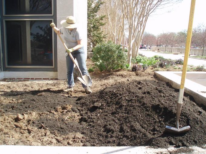 Smithsonian Gardens Horticulturist Erin Clark amending the soil.